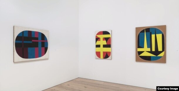 Obras de Carmen Herrera expuestas en el Whitney Museum of American Art.