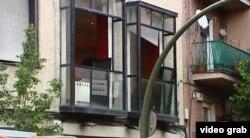 Los balcones del piso donde radicaba el bufete madrileño del ex fiscal peruano Víctor Joel Salas Coveñas.