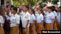 Niños de secundaria básica en Cuba