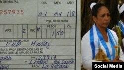 Multa a la Dama de Blanco Aimara Nieto Muñóz, ahora encarcelada junto a su esposo Ismael B. Reñí. (Twitter)