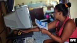 Los cubanos viven entusiasmados por esta apertura a la red, aunque muchos se preguntan si podrán mantener el nuevo servicio.