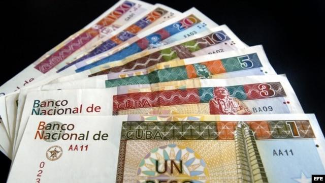 """Ahora los ve, ahora no los ve: Los cuentapropistas recibirán los pagos en cheques y otros instrumentos financieros, no en """"chavitos"""" (CUC)."""