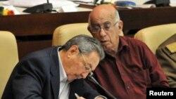 Raúl Castro junto al vicepresidente Jose Ramón Machado Ventura.