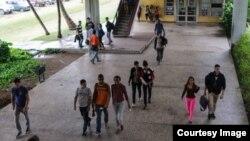 Universitarios cubanos.