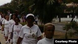 Damas de Blanco orientales escuchan misa
