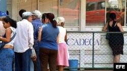 Algunas CADECA han cerrado antes de hora, por falta de pesos (cup) para realizar transacciones con 'chavitos' o pesos convertibles