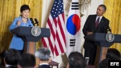El presidente Barack Obama junto a la mandataria surcoreana Park Geun-hye. EFE