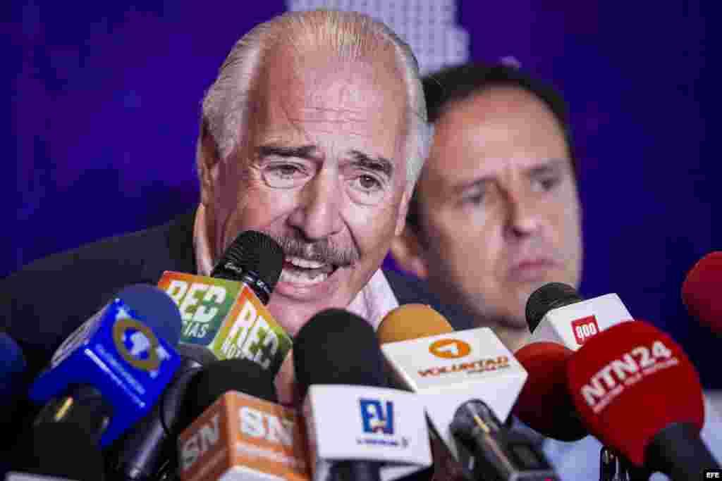 Los expresidentes Andrés Pastrana (i) de Colombia y Jorge Quiroga de Bolivia en foto de archivo.