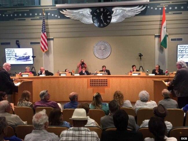 Audiencia celebrada en el ayuntamiento de Miami. Foto Ricardo Quintana.