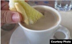 Lujo de élites: café con leche y pan con mantequilla