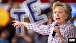 Hillary Clinton hace campaña en Coral Springs, Florida.