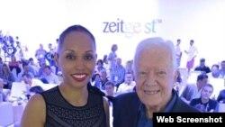 (i-e) Kimberley Motley y el expresidente estadounidense Jimmy Carter. Foto archivo.