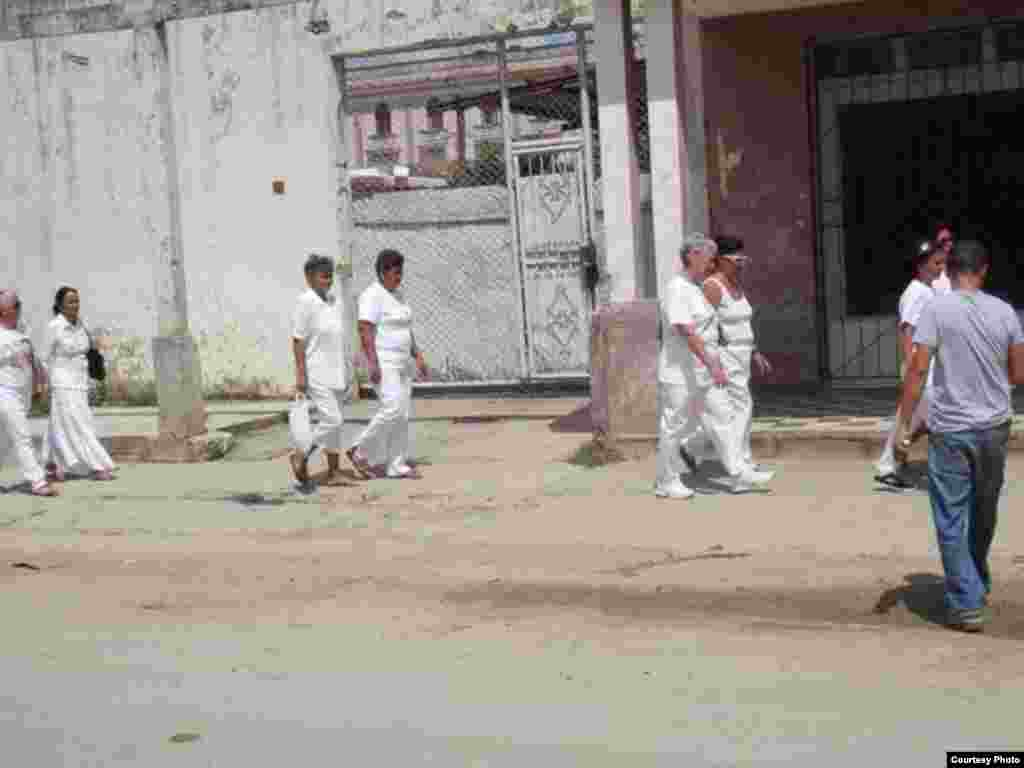 Damas de Blanco en Colón. Foto: @ivanlibre