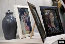 Vista de fotografías del matrimonio pastoral María Salomé Sánchez y Manuel David Aguilar, ambos fallecidos en el desastre aéreo del pasado viernes en La Habana.