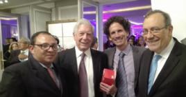 El periodista independiente Roberto de Jesús Guerra, Mario Vargas Llosa, el activista Boris González Arenas y el escritor Carlos Alberto Montaner (i-d). Foto: Facebook Roberto de Jesús Guerra.