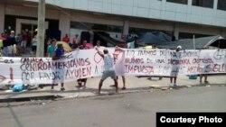 Migrantes cubanos ansiosos por una solución que les permita continuar hacia EEUU.