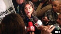 La opositora y Dama de Blanco Sara Marta Fonseca a su llegada a Miami, este martes 7 de enero de 2014.