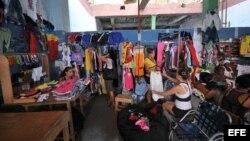 """Cierran """"las perchas"""" en Camagüey"""