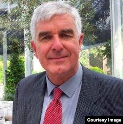 Historiador y periodista de temas religiosos Jonathan Luxmoore.