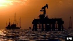 Instalaciones petroleras en el Lago de Maracaibo.