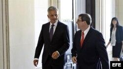 El ministro de Relaciones Exteriores de Cuba, Bruno Rodríguez, y su homólogo de Suiza, Didier Burkhalter, en La Habana.
