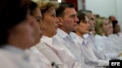 Un grupo de médicos extranjeros participa en un entrenamiento en la Universidad de Brasilia (Brasil), para trabajar en sanidad pública en este país.