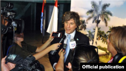 Boudou habla con medios de prensa al salir de Pabexpo donde se celabraba la Feria Cubaindustria.