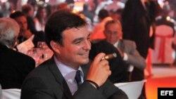 """Antonio Castro: """"aires de playboy, aficionado a los cigarros finos, al vino blanco de marcas inalcanzables, y ganador de un concurso de golf""""."""
