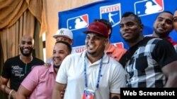 Alexei Ramírez, José Abreu, Bryan Peña y Yasiel Puig (i-d), quienes integran la delegación de MLB que visitó Cuba en diciembre.