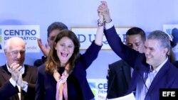 Uribista Iván Duque promete mantener a Colombia a salvo del populismo