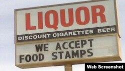 """""""Aceptamos cupones de alimentos"""", anuncia un negocio en el sur de Florida."""