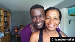 Yasser Rivero y su mamá Jacqueline Bono horas después de recibir licencia extrapenal por razones de salud