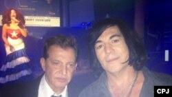 El doctor Armando Aluart y el cantante Adan Rey en el club Ache de Miami, sede del seminario
