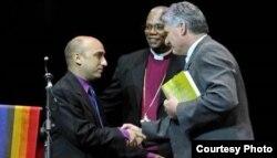 Joel Ortega, Presidente del Consejo de Iglesias de Cuba, saluda al vicepresidente MIguel Díaz Canel.