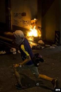 Un hombre participa en protestas contra el Gobierno de Nicolás Maduro el pasado 13 de marzo.