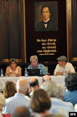 """Presentación en La Habana del folleto """"Por un consenso para la Democracia""""."""