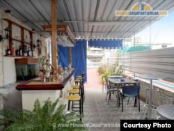 Bar de la casa particular Blue Colonial.