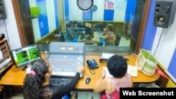 Cabina de radio de la CMHW, en Villa Clara. (Archivo)
