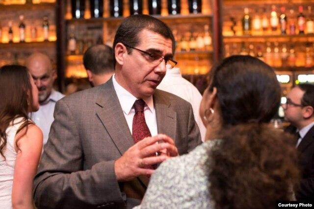 El jefe de la Sección de Intereses de Cuba José R. Cabañas en la presentación de Engage Cuba.