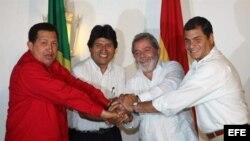 Hugo Chávez junto a sus homólogos de Bolivia, Evo Morales, de Brasil, Luis Inácio Lula daSilva, y de Ecuador Rafel Correa durante un encuentro en Brasil.