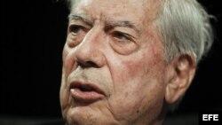 """El escritor Mario Vargas Llosa, premio Nobel de Literatura, durante la inauguración en la Casa de América de Madrid, del seminario """"Iberoamérica de cara al futuro: desafíos institucionales, políticos y económicos'. EFE/Emilio Naranjo"""