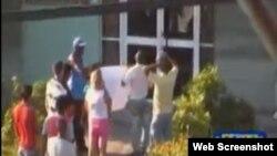 Activistas viabilizan reclamos ciudadanos en la oficina de Cubahidráulica en Santa Clara.