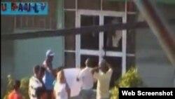 Activistas en reclamos ciudadanos en oficina de Cubahidráulica en Santa Clara