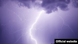 El vapor de agua frío en la atmósfera y las masas de aire caliente producen más tempestades.