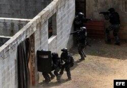 Fuerzas Especiales de la Policía Nacional de Panamá en simulacro de secuestro de preparación para la Cumbre.