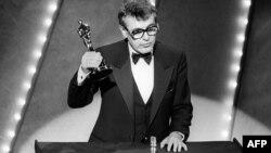 """Milos Forman recibe el Oscar por """"Amadeus""""en 1985."""