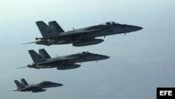 Aviones de combate F-18E Super Hornets de la Marina estadounidense.