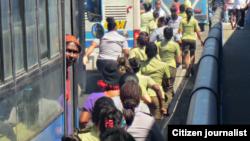 Mujeres del Ministerio del Interior se aprestan a arrestar a Damas de Blanco. Reporta Cuba.