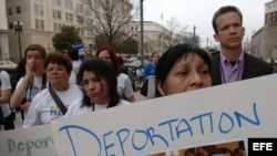 Miembros del Movimiento por una Reforma para la Inmigración Igualitaria se manifiestan