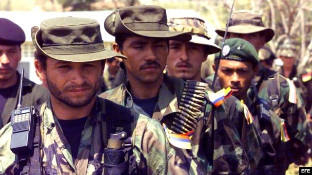 Miembros de la guerrilla de las FARC en formación. Archivo.